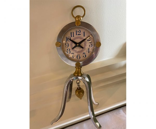 brass-polished-aluminum-table-clock
