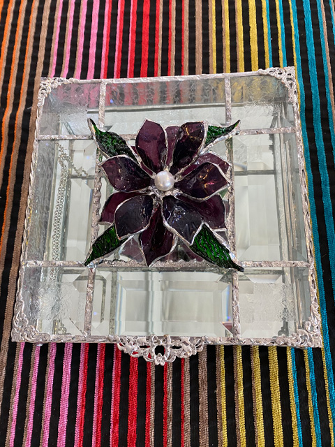 glass-art-box-with-flower